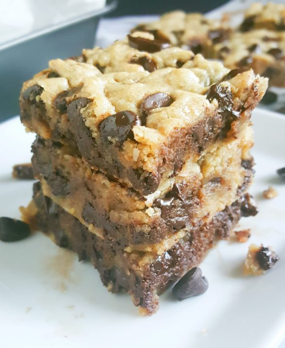 Chewy Brown Sugar Chocolate Chip Cookie Blondies - This easy recipe for dense, gooey, chewy Chocolate Chip Blondies is so simple and delicious. It'll become your new favorite go-to recipe for a no-fuss sweet treat or dessert.