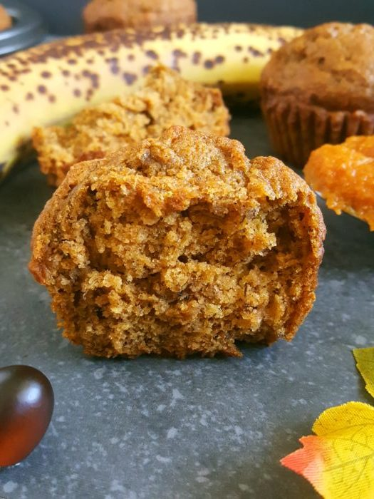 Healthy Pumpkin Banana Muffins – A pumpkin banana mash up! Delicious vegan pumpkin banana muffins that are so soft, moist, and perfectly spiced. Great for a clean-eating fall breakfast or snack. | beatbakeeat.com