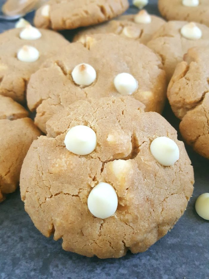 White Chocolate Chip Peanut Butter Cookies -Homemade soft and chewy white chocolate chip peanut butter cookies. No chilling required, easy to make, and ready in less than 20 minutes. | Beat Bake Eat