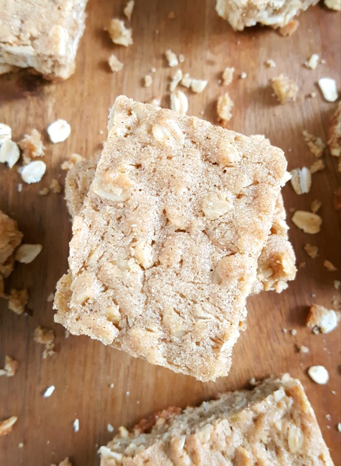 Chewy Brown Sugar Oatmeal Cookie Bars - Easy recipe for chewy oatmeal cookie bars made with brown sugar, melted butter, and spiced with cinnamon. | Beat Bake Eat