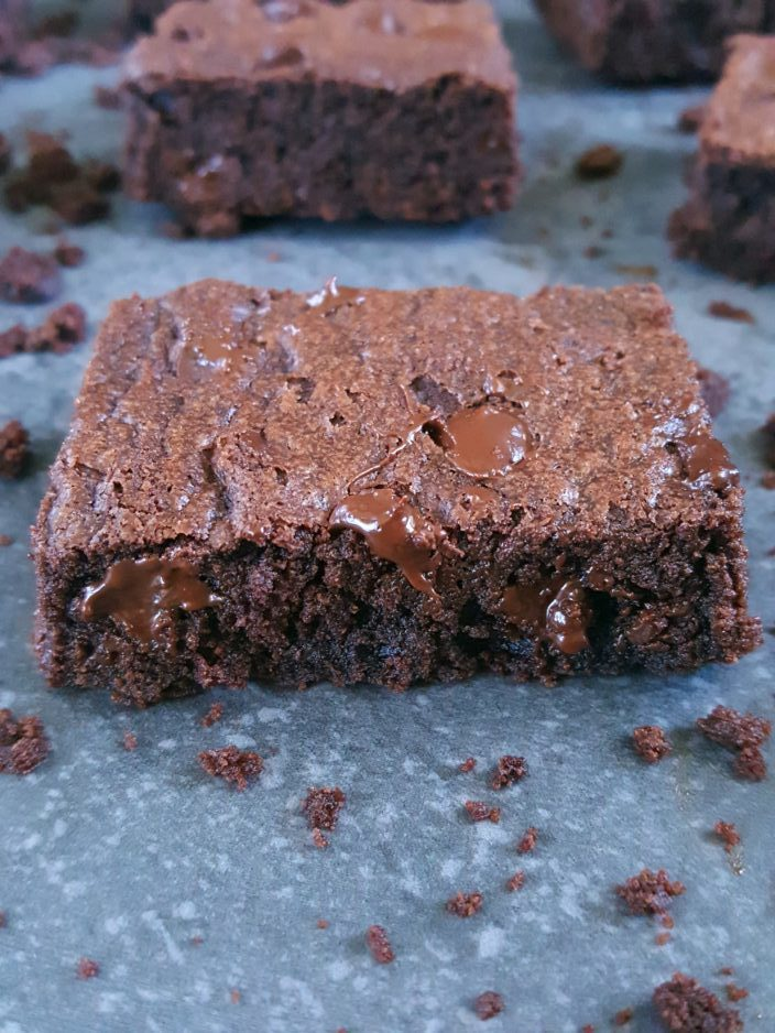 How to make Brownies with one egg - Easy one-bowl recipe for homemade cocoa powder brownies made with brown sugar and only one egg. | Beat Bake Eat