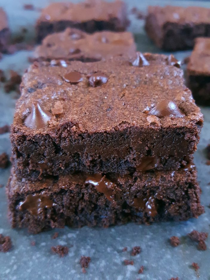 How to make Brownies with one egg - Easy one-bowl recipe for homemade cocoa powder brownies made with brown sugar and only one egg.   Beat Bake Eat