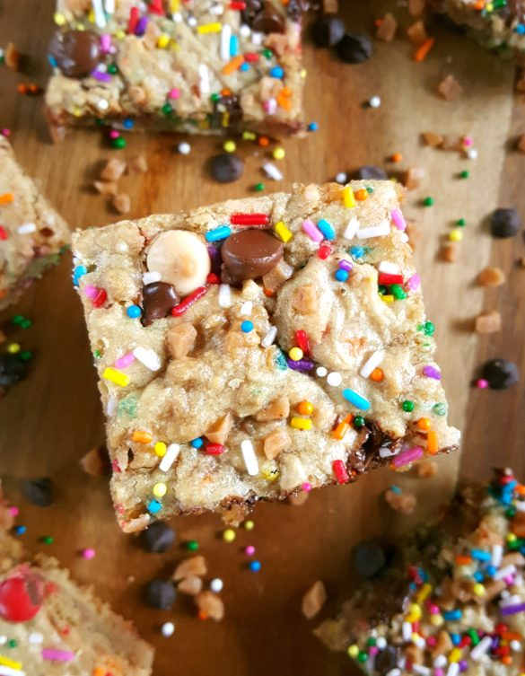 Best Ever Chewy Blondies Recipe - Easy base recipe for the best chewy blondies ever. Add chocolate chips, pecans, m&m's, sprinkles and more! The possibilities are endless. | Beat Bake Eat
