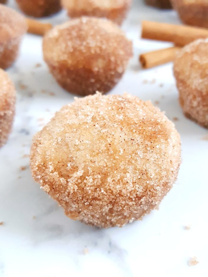 Mini Donut CRACK Muffins (w/ cinnamon sugar!) - Easy recipe for the most addicting cinnamon sugar donut muffins that you won't be able to stop eating! | Beat Bake Eat