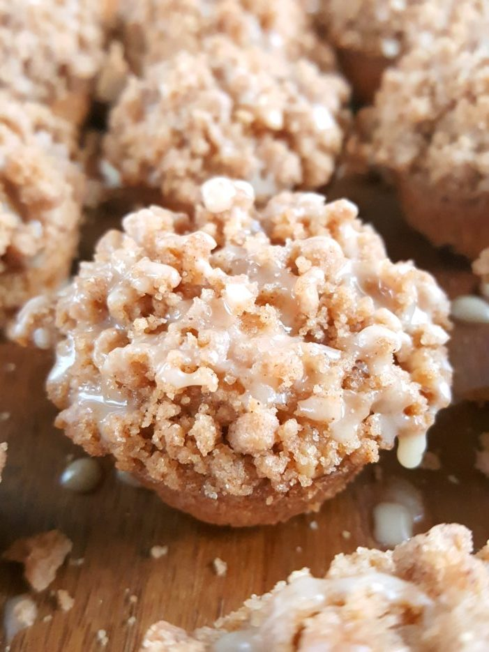 Mini Coffee Cake Muffins - Little sour cream coffee cake mini muffins that are easy to make andwill steal the show at breakfast, brunch, or dessert! | Beat Bake Eat
