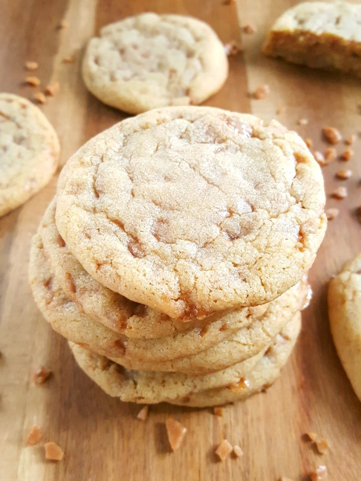 Best Ever Chewy Toffee Bit Cookies - Easy recipe for soft & chewy cookies with toffee bits & brown sugar. A simple yet rich, flavorful, & delightfully sweet dessert. | Beat Bake Eat