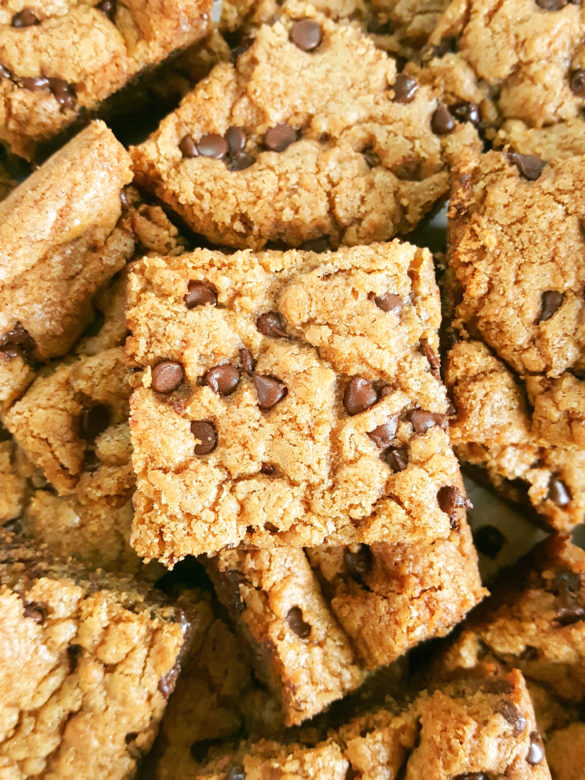 How to make the best Chocolate Chip Cookie Bars - Simple & easy recipe for soft, chewy, gooey homemade cookie bars made in a 9x13 inch pan. The perfect dessert for a crowd!   Beat Bake Eat