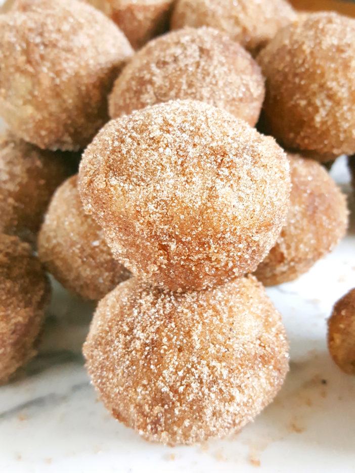 Mini Old-Fashioned Cinnamon Sugar Sour Cream Donut Muffins - Easy recipe for baked cinnamon sugar doughnuts in a mini muffin pan. | Beat Bake Eat