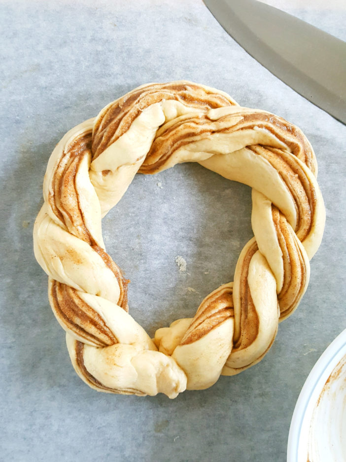 Cinnamon Roll Crescent Ring - A crescent roll ring filled with a buttery, brown sugar & cinnamon filling, & drizzled with a creamy vanilla glaze.   Beat Bake Eat