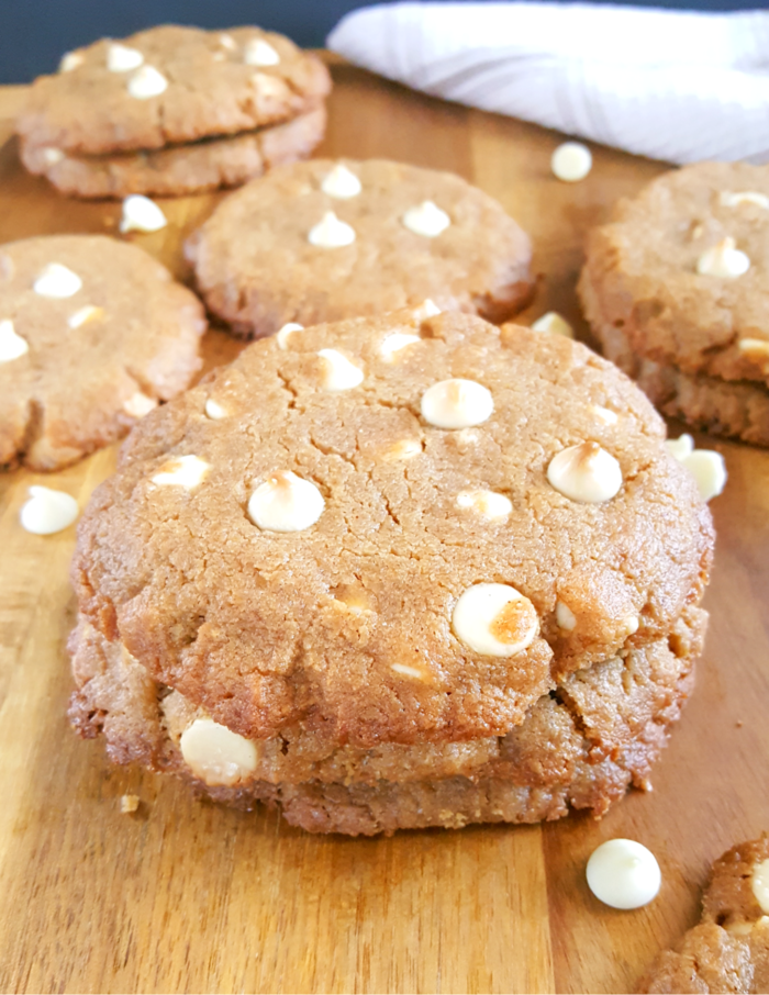 Gluten Free White Chocolate Peanut Butter Cookies - Soft & chewy dairy-free peanut butter cookies made without flour and filled with creamy, sweet white chocolate chips. Easy recipe, simple ingredients, 15 minutes prep. | Beat Bake Eat