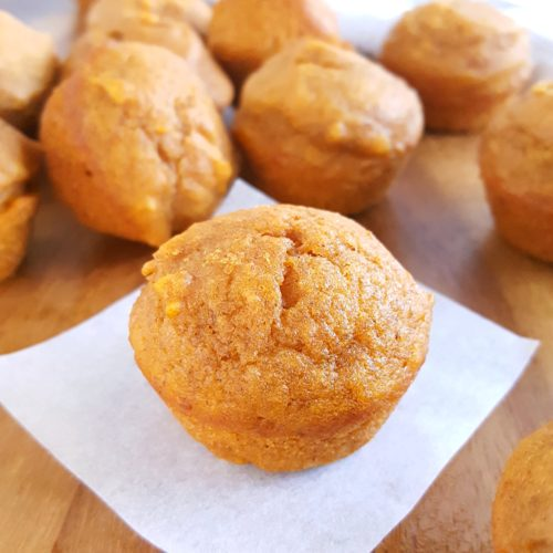 Mini Pumpkin Muffins - Easy recipe, simple ingredients, one bowl, & no mixer. Moist, bite-sized, dairy-free pumpkin muffins that kids (and adults) love! | Beat Bake Eat